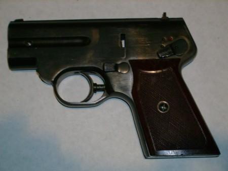 S4M pistol, left side