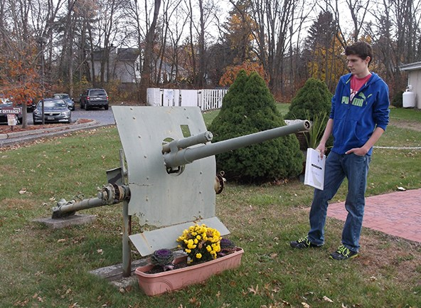 Paul and the cannon