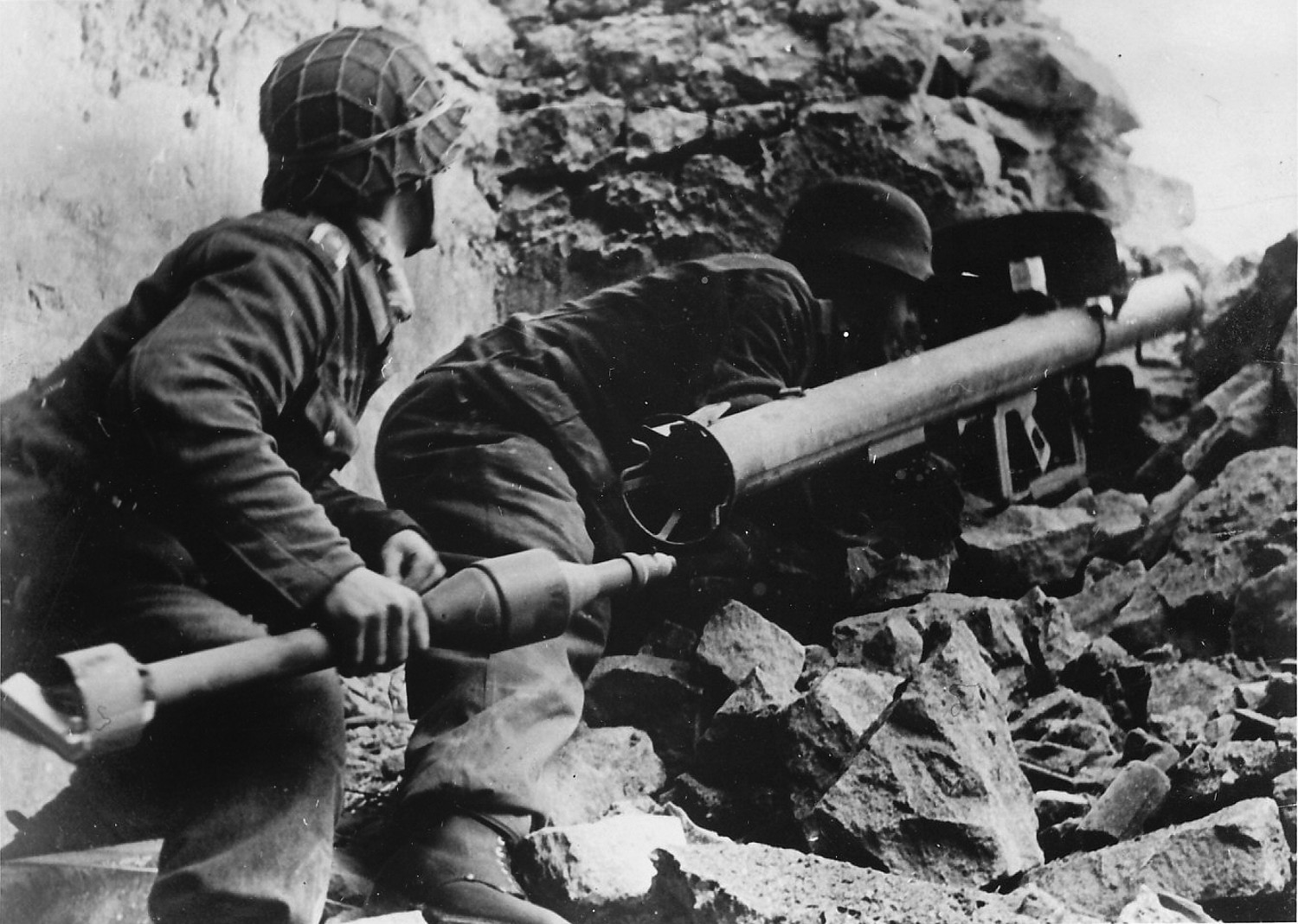 Panzerschreck crew using an RPzB-54
