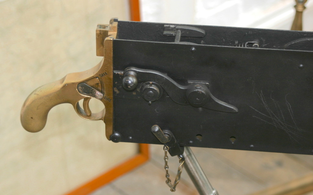 The curved crank handle introduced on the Extra Light which would become standard for all future Maxims.