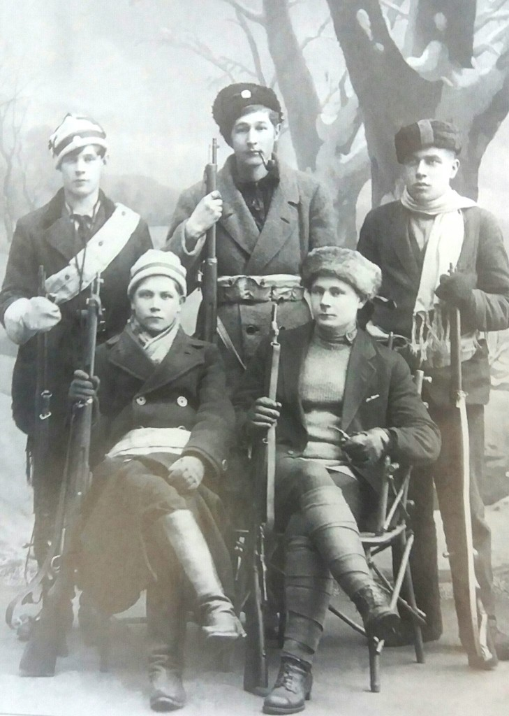 Finnish red guard militia members posing for the camera some time during the civil war.
