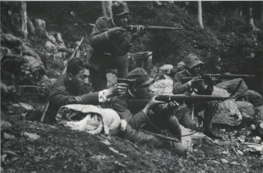 Four Italian WWI soldiers of the Regia Guardia di Finanza (Royal Finance Police)